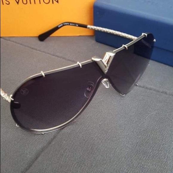 b808dbb008a Louis Vuitton Accessories - Authentic Louis Vuitton Gradient Sunglasses
